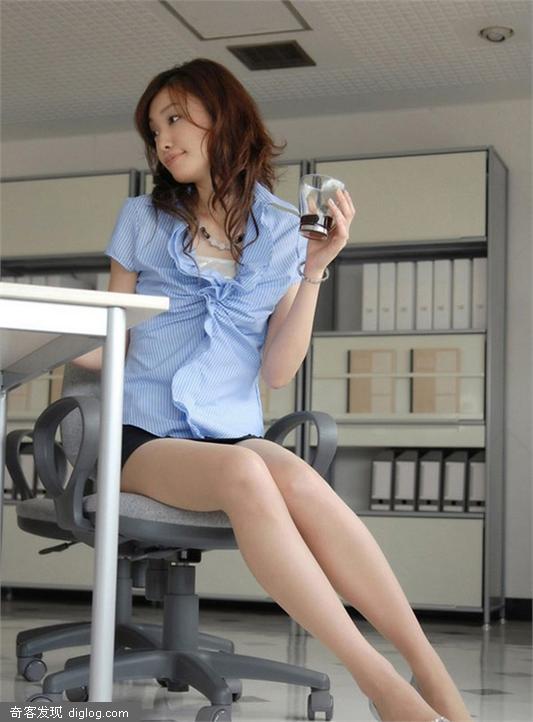 办公室的美女秘书