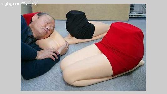 抱着美女大腿睡觉